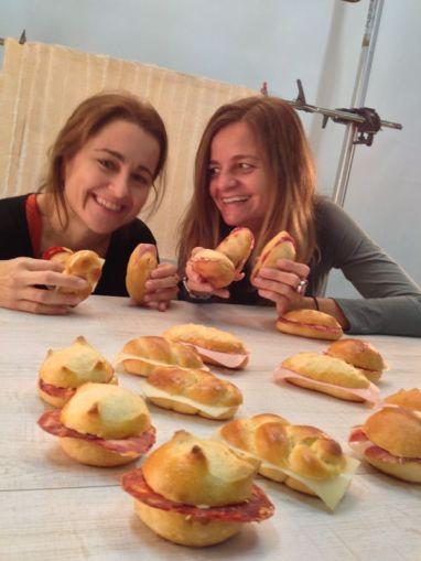 Marta i Anna: Què fem? Ens ho mengem?